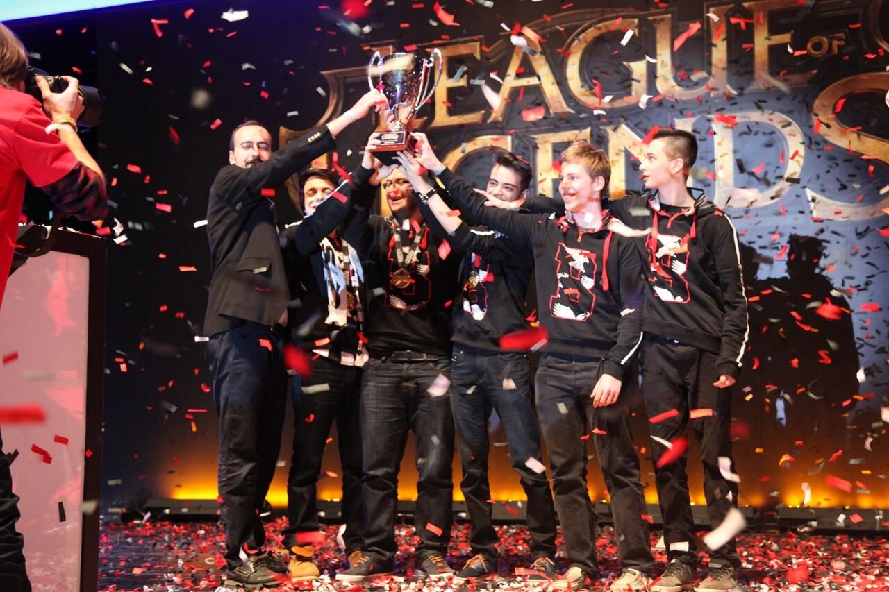 league_of_legends_kis_mevsimi_finali_2015_20150413_1341339252